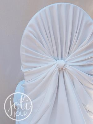 detail-housses-de-chaises-universelles-drapees-en-satin-pour-mariage-evenement-poitiers-chatellerault-angouleme