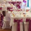 Décoration de mariage mauve violine location housses de chaises