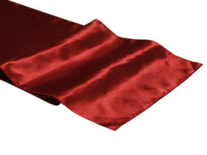 Location chemins de table rouge bordeaux en satin