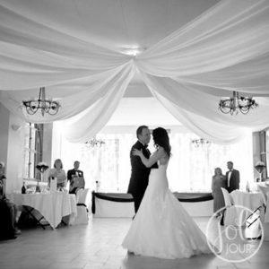 Location drapes satin blanc pour plafond mariage