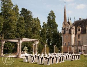 Location housses de chaise ivoires et noeuds noirs mariage