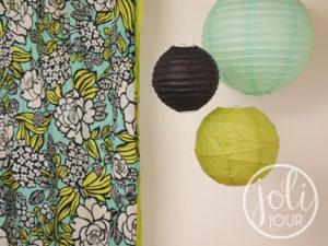 idees decoration mariage lanternes vert anis bleu turquoise noir theme ete plage moderne voyage